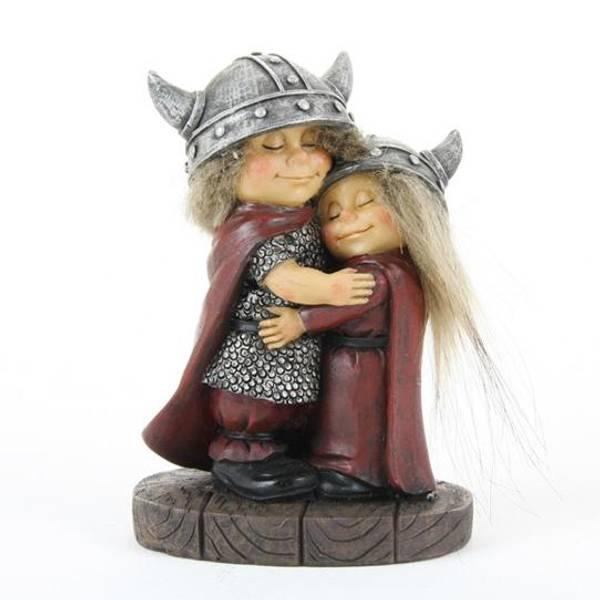 Bilde av Klemmende vikingebarn