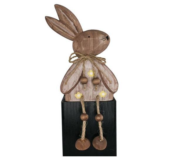 Bilde av Hare av tre, sittende, håndskåret
